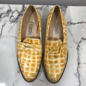 Bandolino croc embossed pattern penny loafers  8.5
